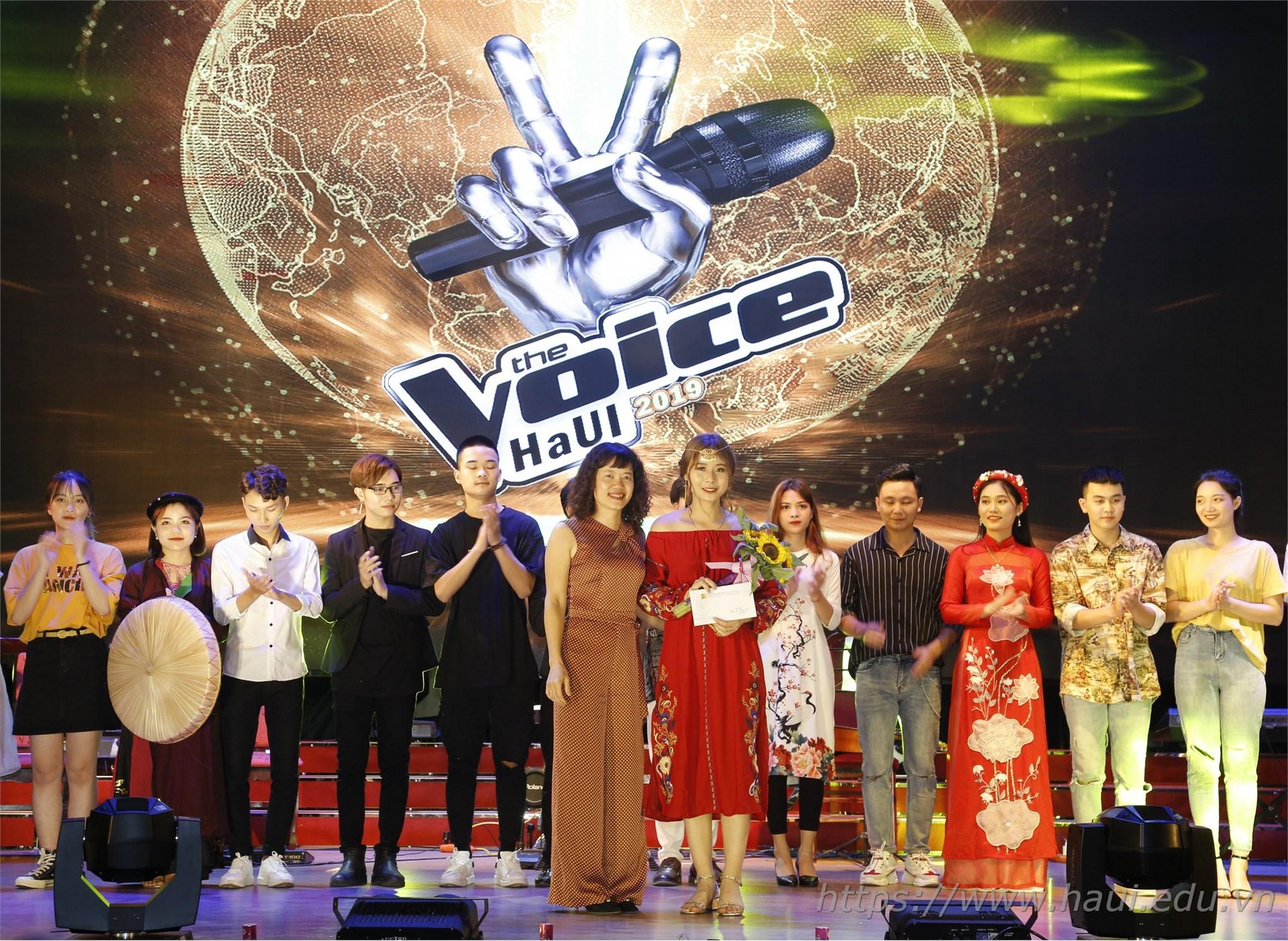Ban Tổ chức trao 03 giải phụ cho các thí sinh